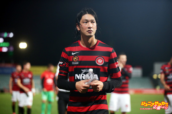 SYDNEY, AUSTRALIA - MARCH 11:  Yojiro Takahagi of the Wanderers acknowledges the fans after the round 21 A-League match between the Western Sydney Wanderers and Melbourne City FC at Pirtek Stadium on March 11, 2015 in Sydney, Australia.  (Photo by Matt King/Getty Images)
