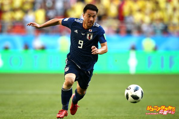 SARANSK, RUSSIA - JUNE 19:  Shinji Okazaki of Japan runs with the ball during the 2018 FIFA World Cup Russia group H match between Colombia and Japan at Mordovia Arena on June 19, 2018 in Saransk, Russia.  (Photo by Jan Kruger/Getty Images)