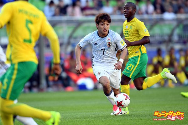 SUWON, SOUTH KOREA - MAY 21:  Ritsu Doan of Japan in action during the FIFA U-20 World Cup SKorea Republic 2017 group D match between South Africa and Japan at Suwon World Cup Stadium on May 21, 2017 in Suwon, South Korea.  (Photo by Etsuo Hara/Getty Images)