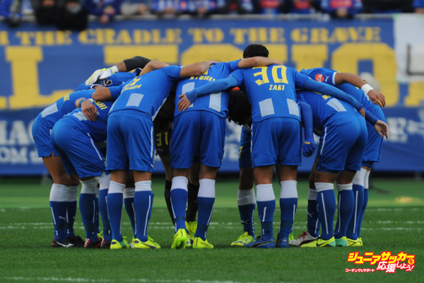 CHOFU, JAPAN - DECEMBER 07:  (EDITORIAL USE ONLY) Montedio Yamagata players make the huddle during the J1 Promotion Play-Off Final match between JEF United Chiba and Montedio Yamagata at Ajinomoto Stadium on December 7, 2014 in Chofu, Tokyo, Japan.  (Photo by Masashi Hara/Getty Images)