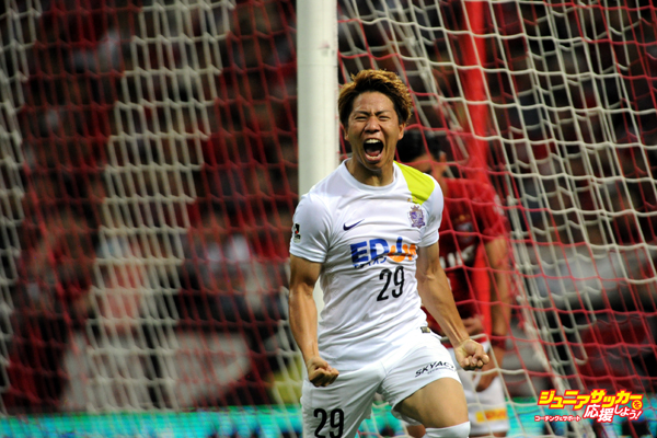 SAITAMA, JAPAN - JULY 19:  (EDITORIAL USE ONLY) Takuma Asano of Sanfrecce Hiroshima celebrates the first goal during the J.League match between Urawa Red Diamonds and Sanfrecce Hiroshima at Saitama Stadium on July 19, 2015 in Saitama, Japan.  (Photo by Masashi Hara/Getty Images)