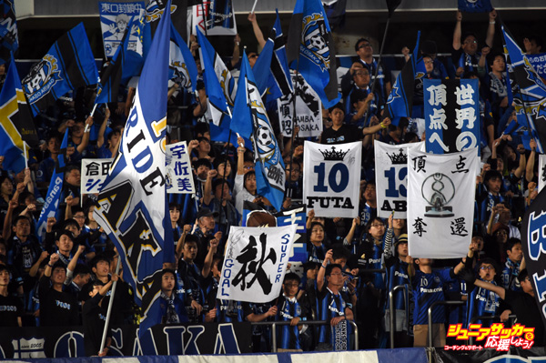 OSAKA, JAPAN - MAY 06:  Gamba Osaka supporters cheer prior to the AFC Champions League Group F match between Gamba Osaka and Seongnam FC at Expo '70 Stadium on May 6, 2015 in Osaka, Japan.  (Photo by Masashi Hara/Getty Images)