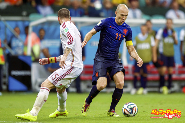 (L-R) Sergio Ramos of Spain, Arjan Robben of Holland during the FIFA World Cup 2014 match between Spain and The Netherlands on June 13, 2014 at the Arena Fonta Nova in Salvador, Brazil.(Photo by VI Images via Getty Images)