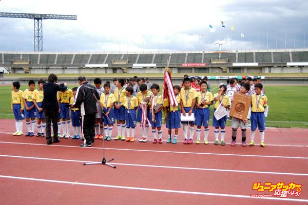 表彰式 優勝した小杉サッカークラブのコピー