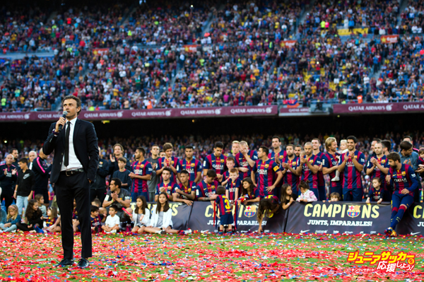 BARCELONA, SPAIN - MAY 23: Head coach Luis Enrique Martinez of FC Barcelona speaks to the spectators after the La Liga match between FC Barcelona and RC Deportivo La Coruna at Camp Nou on May 23, 2015 in Barcelona, Spain. (Photo by Alex Caparros/Getty Images)