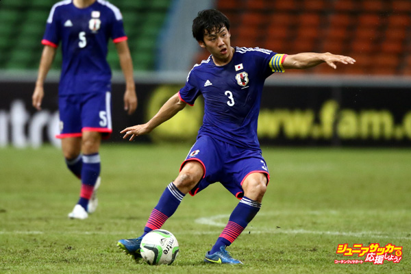 SHAH ALAM, MALAYSIA - MARCH 29:  Wataru Endo of Japan shoots during the AFC U23 Championship qualifier Group I match between Vietnam and Japan at Shah Alam Stadium on March 29, 2015 in Shah Alam, Malaysia.  (Photo by Stanley Chou/Getty Images)