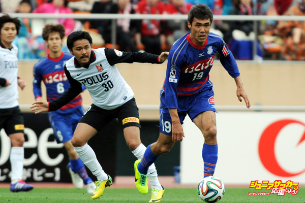 TOKYO, JAPAN - MAY 06:  (EDITORIAL USE ONLY) Kohei Morita #19 of Ventforet Kofu in action during the J.League match between Ventforet Kofu and Urawa Red Diamonds at the National Stadium on May 6, 2014 in Tokyo, Japan.  (Photo by Masashi Hara/Getty Images)