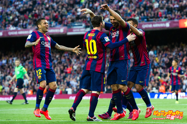 BARCELONA, SPAIN - APRIL 28: Dani Alves (L), Rafinha (R) and Lionel Messi (CL) celebrate after their teammate Luis Suarez (CR) scored his team's second goal during the La Liga match between FC Barcelona and Getafe CF at Camp Nou on April 28, 2015 in Barcelona, Spain. (Photo by Alex Caparros/Getty Images)