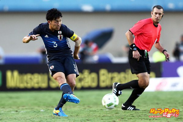 GOIANIA, BRAZIL - JULY 30:  Wataru Endo #3 of Japan in action during the international friendly match between Japan and Brazil at the Estadio Serra Dourada on July 30, 2016 in Goiania, Brazil. (Photo by Koji Watanabe/Getty Images)