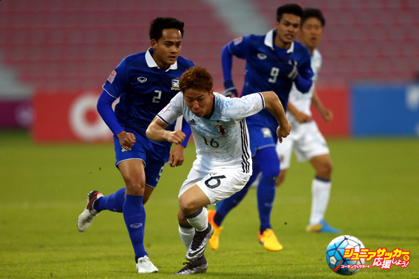 DOHA, QATAR - JANUARY 16: Takuma Asano of Japan runs with the ball during the AFC U-23 Championship Group B match between Thailand and Japan at Grand Hamad Stadium on January 16, 2016 in Doha, Qatar.  (Photo by Francois Nel/Getty Images)