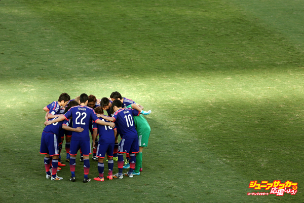 CUIABA, BRAZIL - JUNE 24:  The Japanese team huddle during the 2014 FIFA World Cup Brazil Group C match between Japan and Colombia at Arena Pantanal on June 24, 2014 in Cuiaba, Brazil.  (Photo by Warren Little/Getty Images)