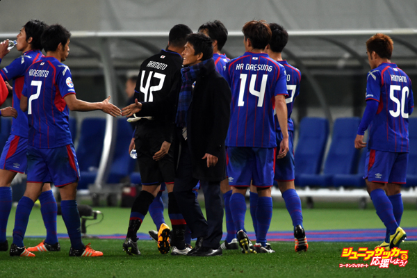 CHOFU, JAPAN - FEBRUARY 09:  Hiroshi Jofuku,coach of FC Tokyo looks on after the AFC Champions League playoff round match between FC Tokyo and Chonburi FC at the Tokyo Stadium on February 9, 2016 in Chofu, Japan.  (Photo by Masashi Hara/Getty Images)