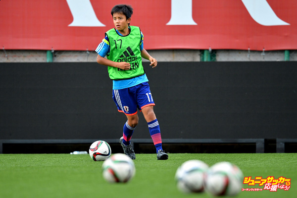 BANGKOK, THAILAND - JULY 23: Takefusa Kubo #17 of Japan runs with the ball during the friendly match between Thailand U-16 and Japan U-15 at Leo Stadium on July 23, 2015 in Bangkok, Thailand.  (Photo by Thananuwat Srirasant/Getty Images)