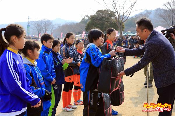 ③福島県、岩手県、宮城県のチームへ激励品の贈呈のコピー