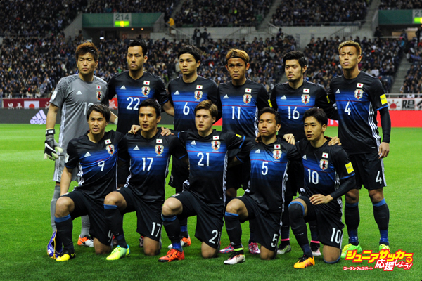 SAITAMA, JAPAN - MARCH 29:  Players of Japan line up for the team photos prior to  the FIFA World Cup Russia Asian Qualifier second round match between Japan and Syria at the Saitama Stadium on March 29, 2016 in Saitama, Japan.  (Photo by Etsuo Hara/Getty Images)