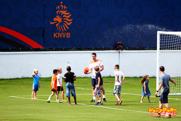 RIO DE JANEIRO, BRAZIL - JUNE 14:  Robin van Persie with his daughter, Dina Layla and son Shaqueel give football instructions to children from other players including Dirk Kuyt during the Netherlands training session at the 2014 FIFA World Cup Brazil held at the Estadio Jose Bastos Padilha Gavea on June 14, 2014 in Rio de Janeiro, Brazil.  (Photo by Dean Mouhtaropoulos/Getty Images)