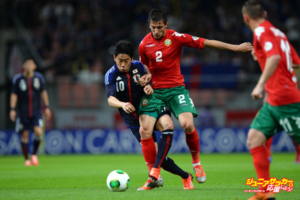 TOYOTA, JAPAN - MAY 30:  Shinji Kagawa of Japan in action during the international friendly match between Japan and Bulgaria at Toyota Stadium on May 30, 2013 in Toyota, Aichi, Japan.  (Photo by Masterpress/Getty Images)