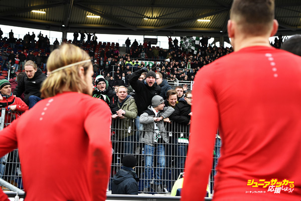 HANOVER, GERMANY - MARCH 12:  Angry fans of Hannover shouts at the players after the Bundesliga match between Hannover 96 and 1. FC Koeln at HDI-Arena on March 12, 2016 in Hanover, Germany.  (Photo by Stuart Franklin/Bongarts/Getty Images)