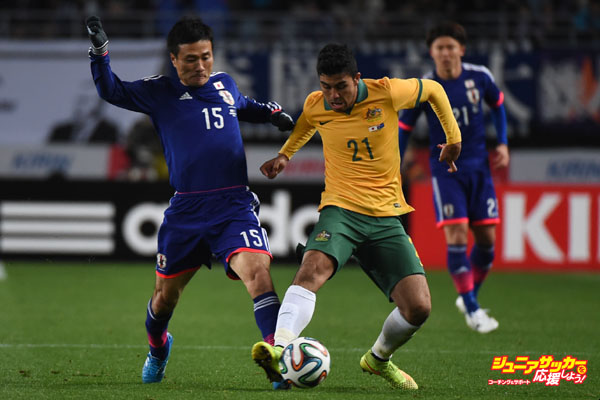 OSAKA, JAPAN - NOVEMBER 18:  Massimo Luongo of Australia and Yasuyuki Konno of Japan compete for the ball during the international friendly match between Japan and Australia at Nagai Stadium on November 18, 2014 in Osaka, Japan.  (Photo by Kaz Photography/Getty Images)