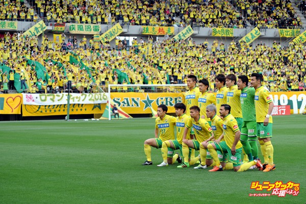 CHIBA, JAPAN - APRIL 09:  (EDITORIAL USE ONLY) Players of JEF United Chiba pose for photograph prior to the J.League second division match between JEF United Chiba and Zweigen Kanazawa at the Fukukda Denshi Arena on April 9, 2016 in Chiba, Japan.  (Photo by Masashi Hara/Getty Images)