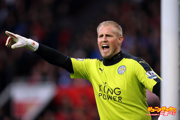 MANCHESTER, ENGLAND - MAY 01:  Kasper Schmeichel of Leicester City gestures during the Barclays Premier League match between Manchester United and Leicester City at Old Trafford on May 1, 2016 in Manchester, United Kingdom.  (Photo by Matthew Ashton - AMA/Getty Images)