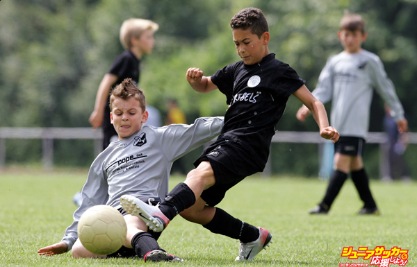 HAMBURG, GERMANY - JUNE 23:  Boys from the 9-11 year old age group battle for the ball during the (DFB) German Football Association's E-Youth children's soccer tournament on June 23, 2007 in Hamburg, Germany.  (Photo by Martin Rose/Bongarts/Getty Images)