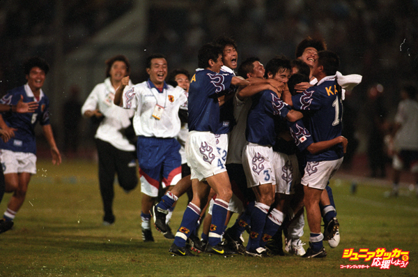 JOHOR BAHRU, MALAYSIA - NOVEMBER 16:  (EDITORIAL USE ONLY)  Japanese players and coaches celebrate Masayuki Okano's golden goal during the 1998 France World Cup Asian Play-off match between Japan and Iran at Larkin Stadium on November 16, 1997 in Johor Bahru, Malaysia. Japan won 3-2 and qualified for France World Cup.  (Photo by Kaz Photography/Getty Images)