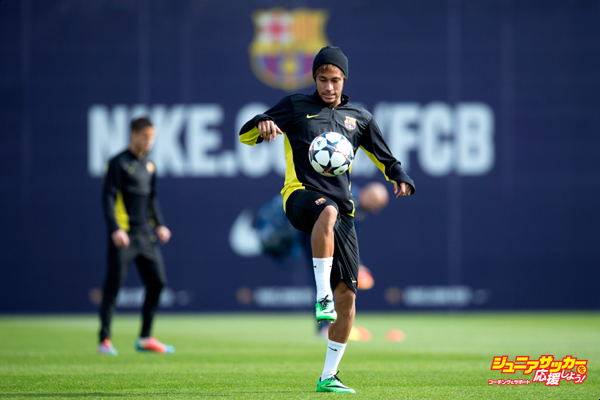 BARCELONA, SPAIN - MARCH 11:  Neymar of FC Barcelona juggles the ball during a training session ahead the UEFA Champions League Round of 16 second Leg match against Manchester City at the Sant Joan Despi Sport Complex on March 11, 2014 in Barcelona, Spain.  (Photo by David Ramos/Getty Images)