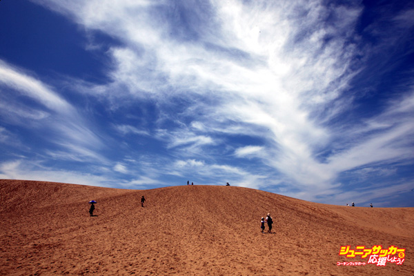 TOTTORI, JAPAN - JULY 21:  Tourists walk on Tottori sand dunes on July 21, 2012 in Tottori, Japan. The dunes are over 30 km? but are decreasing in size as a result of the reforestation program following World War II. (Photo by Buddhika Weerasinghe/Getty Images)