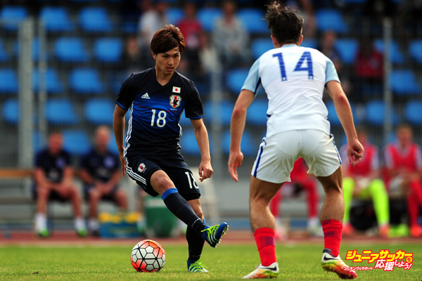 TOULON, FRANCE - MAY 27: Takumi Minamino of Japan looks to break past Jack Grealish of England during the Toulon Tournament match between Japan and England at the Stade Leo Lagrange on May 27, 2016 in Toulon, France. (Photo by Harry Trump/Getty Images)