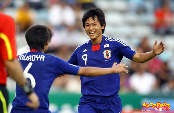 MONTERREY, MEXICO - JUNE 29: Takumi Minamino of Japan celebrates with Sei Muroya after scoring during the FIFA U-17 World Cup round of 16 match at the Universitario stadium on June 29, 2011 in Monterrey, Mexico. (Photo by Jeff Mitchell - FIFA/FIFA via Getty Images)