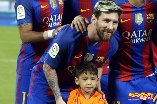 DOHA, QATAR - DECEMBER 13: Afghan boy Murtaza Amadi poses with Lionel Messi of Barcelona during the Qatar Airways Cup match between FC Barcelona and Al-Ahli Saudi FC on December 13, 2016 in Doha, Qatar. (Photo by AK BijuRaj/Getty Images)