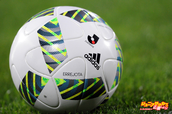 KASHIWA, JAPAN - APRIL 10:  (EDITORIAL USE ONLY) A match ball is seen during the J.League match between Kashiwa Reysol and FC Tokyo at the Hitachi Kashiwa Soccer Stadium on April 10, 2016 in Kashiwa, Chiba, Japan.  (Photo by Hiroki Watanabe/Getty Images)