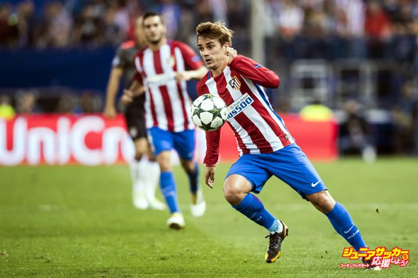 MADRID - SEPTEMBER 28: Antoine Griezmann of Atletico Madrid in action during their 2016-17 UEFA Champions League match between Atletico Madrid vs FC Bayern Munich at the Vicente Calderon Stadium on 28 September 2016 in Madrid, Spain. (Photo by Power Sport Images/Getty Images)