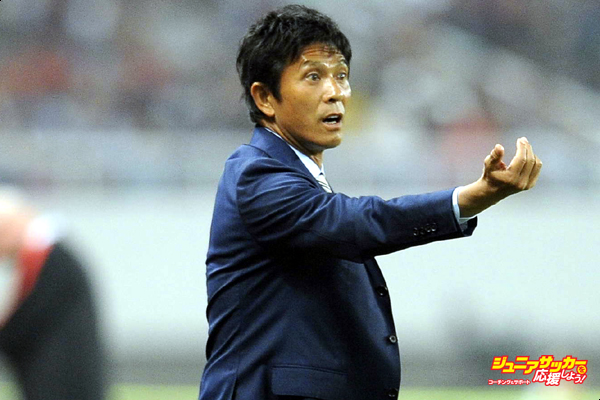 SHANGHAI, CHINA - MAY 24: (CHINA OUT) Hiroshi Jofuku, head coach of FC Tokyo speaks during the 1/8 match of AFC Asia Champions League between Shanghai SIPG and FC Tokyo at Shanghai Stadium on May 24, 2016 in Shanghai, China. (Photo by VCG/VCG via Getty Images)