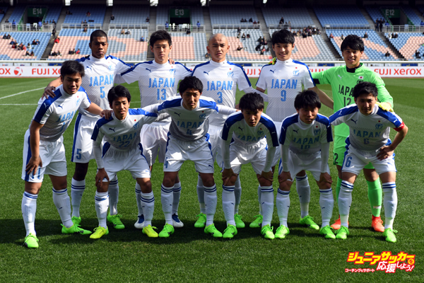 YOKOHAMA, JAPAN - FEBRUARY 18:  (EDITORIAL USE ONLY) Players of Japan High School XI pose for photograph prior to the Xerox Super Cup Next Generation match between U-18 J.League XI and Japan High School XI at Nissan Stadium on February 18, 2017 in Yokohama, Kanagawa, Japan.  (Photo by Masashi Hara/Getty Images)