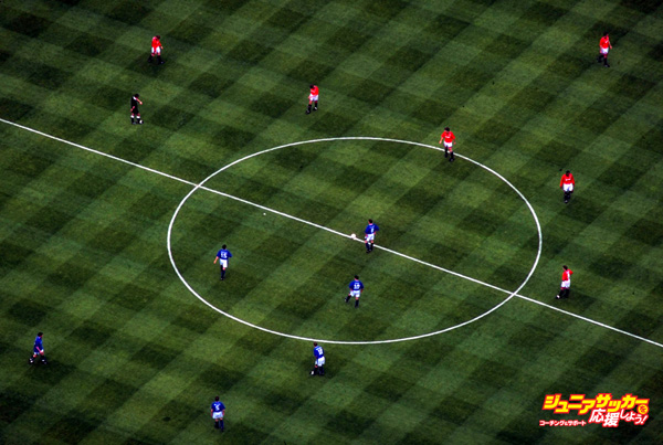 1995:  Aerial view of the kick-off during the FA Cup final between Everton and Manchester United at Wembley Stadium in London. Everton won the match 1-0.  Mandatory Credit: John  Gichigi/Allsport