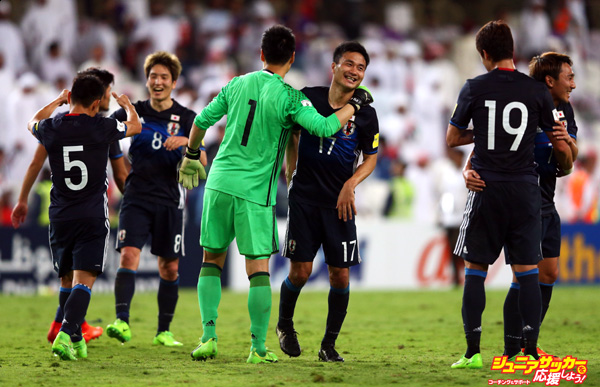 AL AIN CITY, UNITED ARAB EMIRATES - MARCH 23:  Eiji Kawashima (1) and Yasuyuki Konno of Japan (17) celebrate victory with team mates after the FIFA 2018 World Cup qualifying match between United Arab Emirates and Japan at Hazza Bin Zayed Stadium on March 23, 2017 in Al Ain City, United Arab Emirates.  (Photo by Francois Nel/Getty Images,)