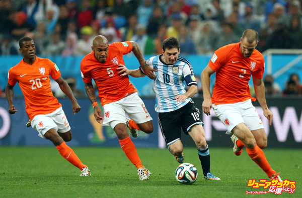 SAO PAULO, BRAZIL - JULY 09:  Lionel Messi of Argentina controls the ball as (L-R) Georginio Wijnaldum, Nigel de Jong and Ron Vlaar give chase during the 2014 FIFA World Cup Brazil Semi Final match between the Netherlands and Argentina at Arena de Sao Paulo on July 9, 2014 in Sao Paulo, Brazil.  (Photo by Ronald Martinez/Getty Images)