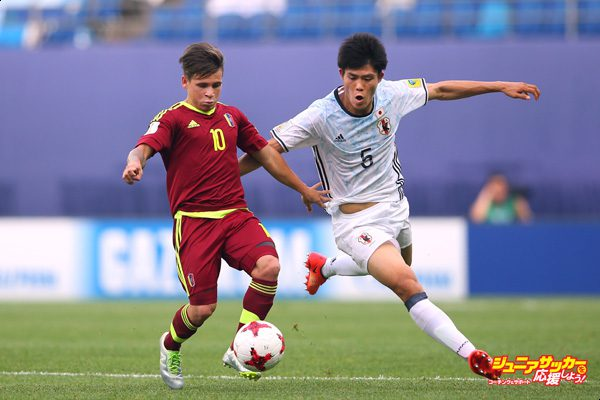 DAEJEON, SOUTH KOREA - MAY 30:  Yeferson Soteldo of Venezuela holds off a challenge from Takehiro Tomiyasu of Japan during the FIFA U-20 World Cup Korea Republic 2017  Round of 16 match between Venezuela and Japan at Daejeon World Cup Stadium on May 30, 2017 in Daejeon, South Korea.  (Photo by Alex Livesey - FIFA/FIFA via Getty Images)