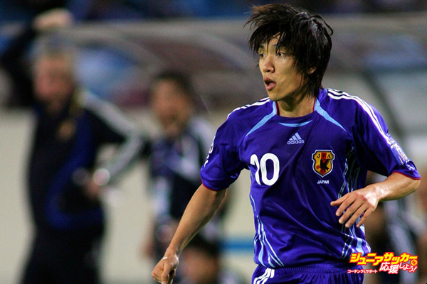 HANOI, VIET NAM - JULY 25: Shunsuke Nakamura  of Japan in action during the AFC Asian Cup 2007 semi-final between Japan and Saudi Arabia at My Dinh National Stadium on July 25, 2007 in Hanoi, Vietnam.  (Photo by Koji Watanabe/Getty Images)