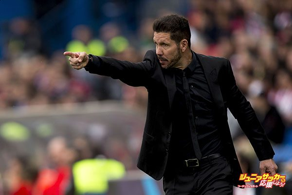 MADRID, SPAIN - APRIL 02:  Head coach Diego Pablo Simeone of Atletico de Madrid gives instructions during the La Liga match between Club Atletico de Madrid and Real Betis Balompie at Vicente Calderon Stadium on April 2, 2016 in Madrid, Spain.  (Photo by Gonzalo Arroyo Moreno/Getty Images)