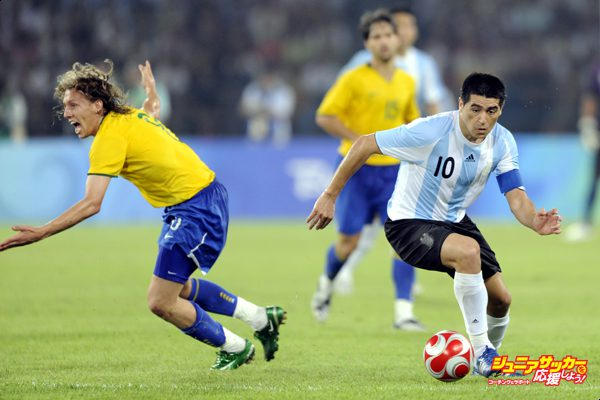BEIJING - AUGUST 19:  Juan Riquelme of Argentina (right) with Lucas of Brazil during the men's football semifinal match between Argentina and Brazil at Workers' Stadium on Day 11 of the Beijing 2008 Olympic Games on August 19, 2008 in Beijing, China. (Photo by Bob Thomas/Getty Images)