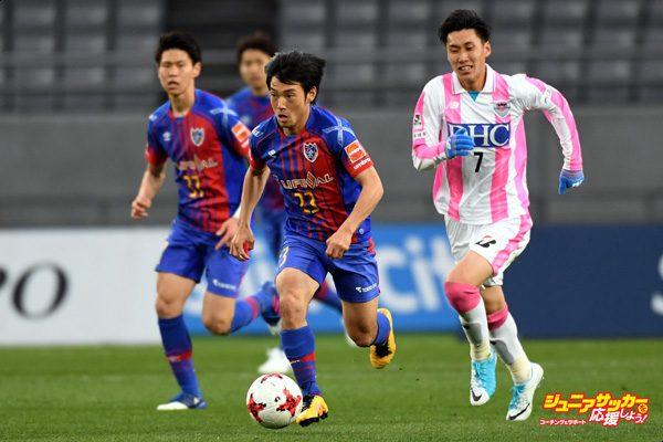 CHOFU, JAPAN - APRIL 01:  Shoya Nakajima of FC Tokyo runs with the ball during the J.League J1 match between FC Tokyo and Sagan Tosu at Ajinomoto Stadium on April 1, 2017 in Chofu, Tokyo, Japan.  (Photo by Etsuo Hara - JL/Getty Images for DAZN)
