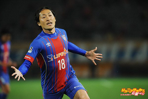 TOKYO, JAPAN - MARCH 18:  (EDITORIAL USE ONLY) Naohiro Ishikawa #18 of FC Tokyo celebrates the first goal during the J. League Nabisco Cup match between FC Tokyo and Albirex Niigata at Ajinomoto Stadium on March 18, 2015 in Tokyo, Japan.  (Photo by Masashi Hara/Getty Images)