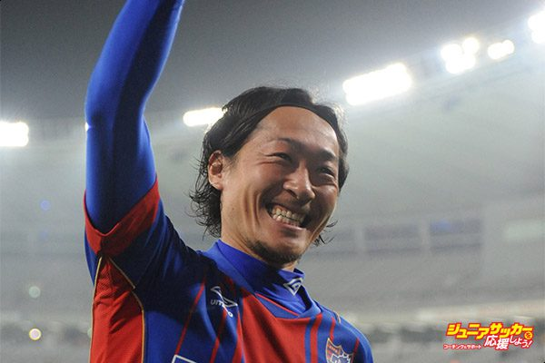 TOKYO, JAPAN - MARCH 18:  (EDITORIAL USE ONLY) Naohiro Ishikawa #18 of FC Tokyo celebrates the win after the J. League Nabisco Cup match between FC Tokyo and Albirex Niigata at Ajinomoto Stadium on March 18, 2015 in Tokyo, Japan.  (Photo by Masashi Hara/Getty Images)