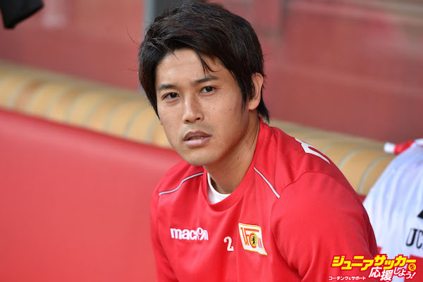 BERLIN, GERMANY - AUGUST 27:  Atsuto Uchida sits on the substitutes bench prior to the Second Bundesliga match between 1. FC Union Berlin and DSC Arminia Bielefeld at Stadion An der Alten Foersterei on August 27, 2017 in Berlin, Germany.  (Photo by Thomas Starke/Bongarts/Getty Images)