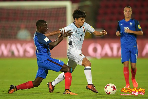 GUWAHATI, INDIA - OCTOBER 11:  Takefuso Kuba of Japan and Claudio Gomes of France battle for the ball during the FIFA U-17 World Cup India 2017 group E match between France and Japan at Indira Gandhi Athletic Stadium on October 11, 2017 in Guwahati, India.  (Photo by Tom Dulat - FIFA/FIFA via Getty Images)