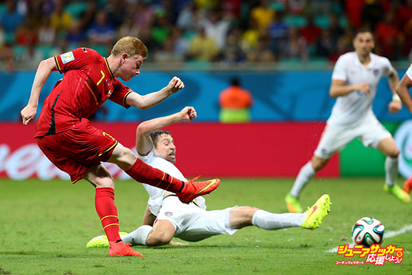 SALVADOR, BRAZIL - JULY 01: Kevin De Bruyne of Belgium scores his team's first goal during the 2014 FIFA World Cup Brazil Round of 16 match between Belgium and USA at Arena Fonte Nova on July 1, 2014 in Salvador, Brazil.  (Photo by Alex Livesey - FIFA/FIFA via Getty Images)