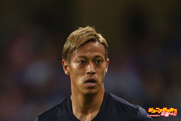 AL AIN CITY, UNITED ARAB EMIRATES - MARCH 23:  Keisuke Honda of Japan looks on during the FIFA 2018 World Cup qualifying match between United Arab Emirates and Japan at Hazza Bin Zayed Stadium on March 23, 2017 in Al Ain City, United Arab Emirates.  (Photo by Francois Nel/Getty Images,)
